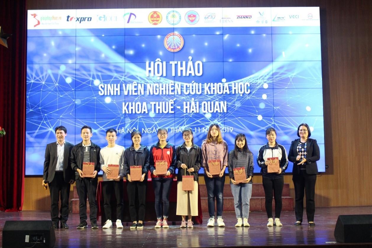 Hội thảo Khoa học sinh viên Khoa Thuế và Hải quan